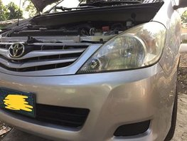 Silver Toyota Innova 2009 at 63000 km for sale