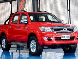 Selling Red Toyota Hilux 2015 Manual Diesel