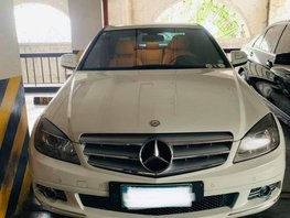 White Mercedes-Benz C200 2007 at 37000 km for sale