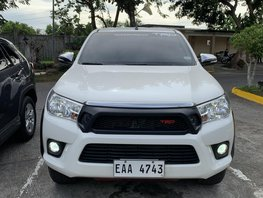 Selling White Toyota Hilux 2017 Automatic Diesel at 34000 km
