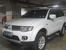 White Mitsubishi Montero Sport 2012 at 90000 km for sale