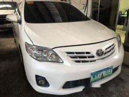 Sell White 2013 Toyota Corolla Altis Automatic Gasoline