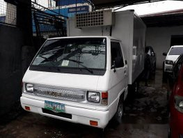 Selling White Mitsubishi L300 2012 in Caloocan