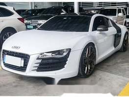 White Audi R8 2011 at 19000 km for sale