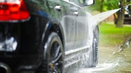 Dos and Don'ts of Washing a Car: Squeaky Clean over Scratchy Clean
