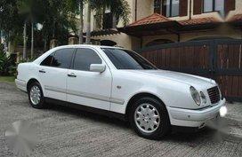 Mercedes Benz E 240 Elegance White AT