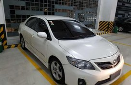 Toyota Corolla 2012 2.0V AT White For Sale