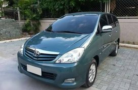 Well-maintained Toyota Innova E MT 2011 for sale
