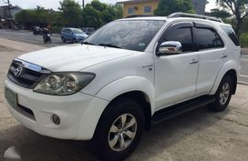 For sale 2004 White Toyota Fortuner 2.7G 4x2 A/T.