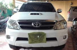 Well-maintained Toyota Fortuner V 2006 for sale