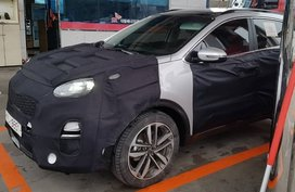 Kia Sportage 2019 facelift spied while stopping for a refuel in South Korea