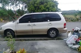 Kia Sedona 2002 white and gold FOR SALE