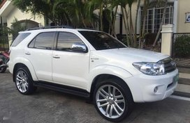 Toyota Fortuner 2005 2.7 Gas White For Sale