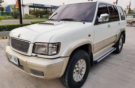 Isuzu Trooper Skyroof 2003 AT White For Sale