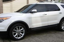 2012 FORD Explorer 4x4 with Sunroof