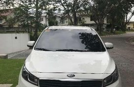 2016 Kia Carnival White Hatchback For Sale