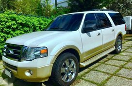 Ford Expedition *Slightly used
