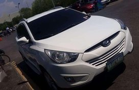 For Sale: HYUNDAI TUCSON 2.0 A/T Color: White