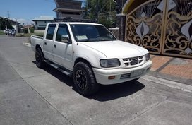 Isuzu Fuego LS 4X2 2000 White For Sale