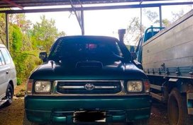 2002 model Toyota Hilux sr5 4x4 FOR SALE