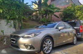 Selling Mazda 3 skyactiv R 2.0 hatchback 2015 Automatic