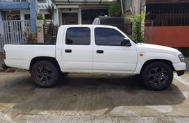 2004 4x2 Toyota Hilux FOR SALE