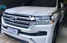 Toyota Land Cruiser LC200 VX DUBAI V8 AT 2017