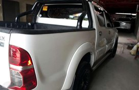 Toyota Hilux 4x2 2015 model for sale