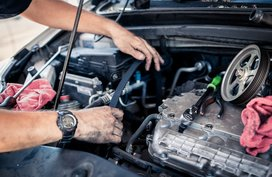 How does a timing belt in your car engine work?