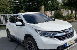 2017 Honda CR-V pearl white with good condition