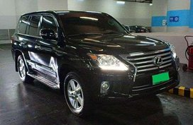 Selling Lexus LX 570 2013 Model.