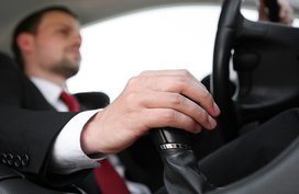 Top 9 biggest mistakes when driving a manual transmission car