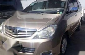 For sale Toyota Innova g 2010 TOP of the line gas manual