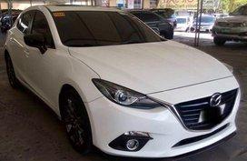 Selling Used Mazda 3 2016 in Makati
