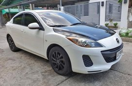 Pearl White Mazda 2 2014 for sale in Automatic