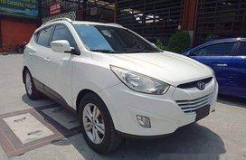 Selling White Hyundai Tucson 2012