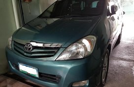 Selling 2nd Hand 2010 Toyota Innova at 70000 km in Bacoor