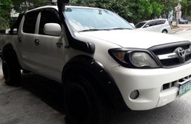 Selling Toyota Hilux 2005 Manual Diesel in Quezon City