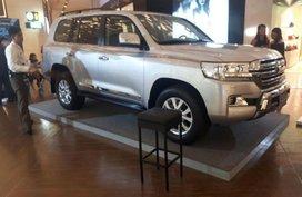Selling New Toyota Land Cruiser 2019 in Makati