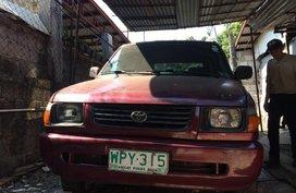 Selling Toyota Revo 2000 in Caloocan