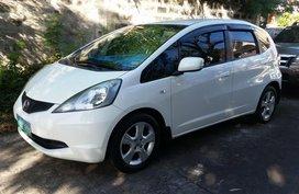 Selling White 2010 Honda Jazz Hatchback in Quezon City