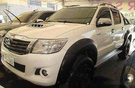Selling White Toyota Hilux 2015 in Cebu