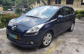 Selling Blue Peugeot 5008 2012 Automatic Diesel for sale