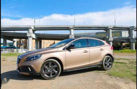 2nd Hand Volvo V40 2015 for sale in Quezon City