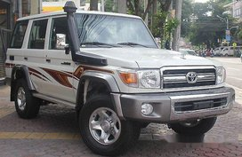 Sell White 2018 Toyota Land Cruiser for sale