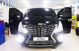 Selling Black Hyundai Grand Starex 2018 for sale