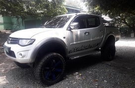 Selling Mitsubishi Strada 2013 at 80000 km in Valenzuela