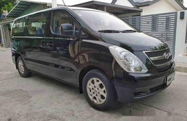 Black Hyundai Grand Starex 2014 at 40000 km for sale