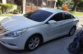 White Hyundai Sonata 2010 at 62200 km for sale in Angeles