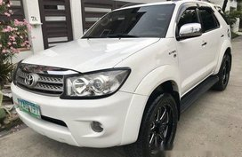 Selling White Toyota Fortuner 2005 Automatic Gasoline at 78000 km in Parañaque
